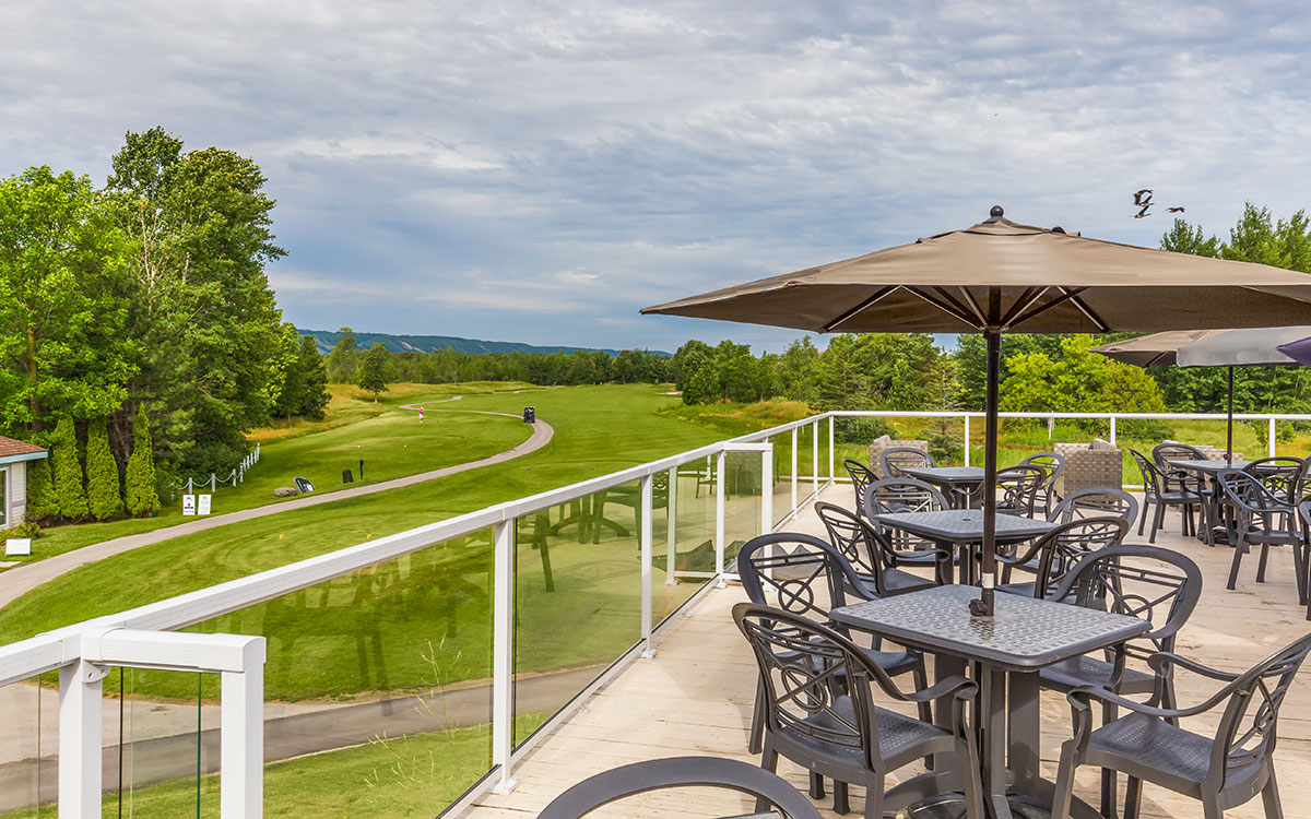 Image of a restaurant patio on the golf course
