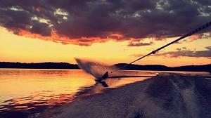 Lumina waterskiing